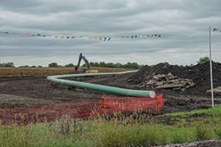 By Carl Wycoff from Nevada, USA (Dakota Access Pipe Line) [CC BY 2.0 (http://creativecommons.org/licenses/by/2.0)], via Wikimedia Commons