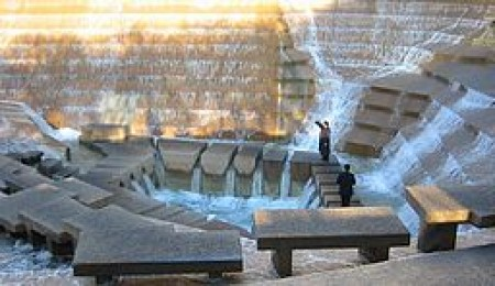 Fort Worth Water Gardens; By Photo: Andreas Praefcke (Own work (own photograph)) [GFDL (http://www.gnu.org/copyleft/fdl.html)], via Wikimedia Commons