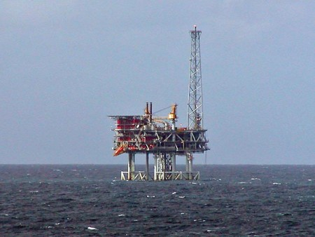 Photo of North Sea oil platfrom as seen from ms Oosterdam, Image courtesy of Stan Shebs via Wikimedia Commons