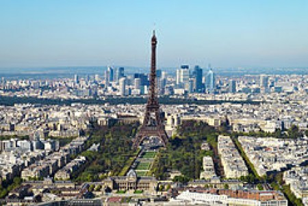 Vue de Paris centrée sur la tour Eiffel, image courtesy of Taxiarchos228, via Wikimedia Commons