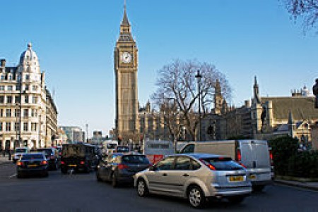 Traffic congestion near the clock tower (Big Ben) at the palace of Westminster. Image by Mariordo (Mario Roberto Durán Ortiz)