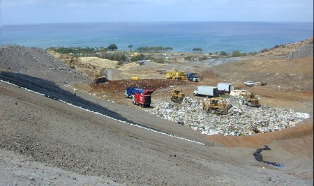 Landfill Hawaii By Eric Guinther (English Wikipedia, user-contributed.) [GFDL (http://www.gnu.org/copyleft/fdl.html) or CC-BY-SA-3.0 (http://creativecommons.org/licenses/by-sa/3.0/)], via Wikimedia Commons
