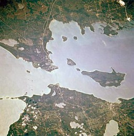 Straits of Mackina, where the Enbridge's Line 5 runs. Source: Wikimedia Commons