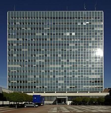 Siemens office building in Erlangen. Source: Wikimedia Commons