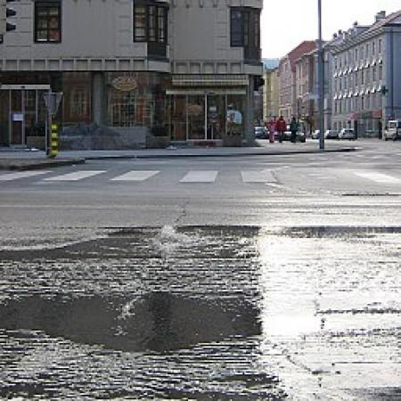 Burst water mains. Source: Wikimedia Commons, Chianti