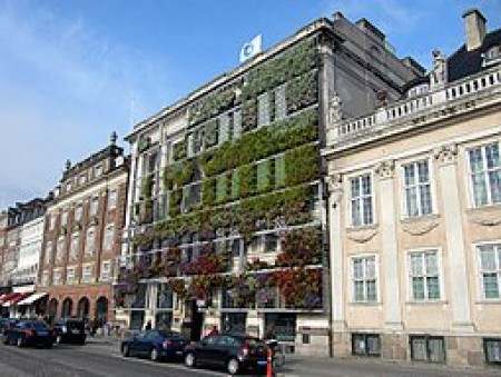 European Environment Agency, Copenhagen, By Loozrboy from Toronto, Canada (Vertical garden) [CC BY-SA 2.0 (https://creativecommons.org/licenses/by-sa/2.0)], via Wikimedia Commons