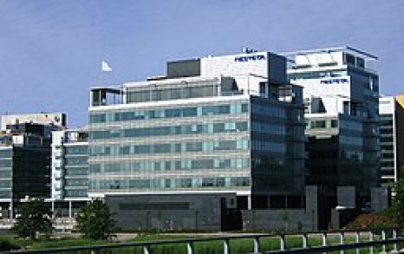 Neste headquarters in Espoo (via Wikimedia Commons, by J-P Kärnä).
