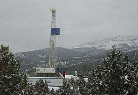 Shale Drilling (Wikimedia Commons/Plazak).