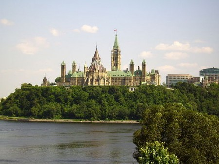 Canadian parliament from the Musée canadien des Civilisations in Gatineau (Wikimedia Commons/Maria Azzurra Mugnai).