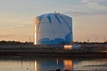 Natural gas storage (Wikimedia Commons/Fletcher6).