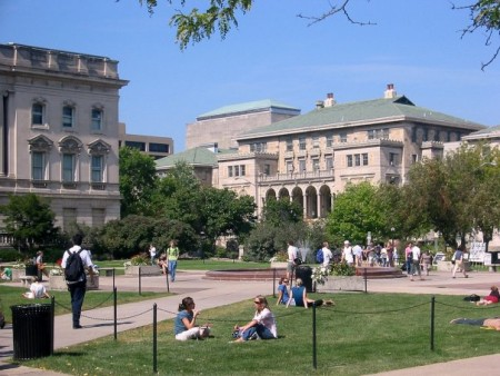 The Memorial Union and quadrangle at the University of Wisconsin-Madison (Wikimedia Commons/Vonbloompasha).