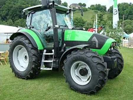 Deutz-Fahr Agrotron K610 Ferd JDF [GFDL (http://www.gnu.org/copyleft/fdl.html) or CC-BY-SA-3.0 (http://creativecommons.org/licenses/by-sa/3.0/)], via Wikimedia Commons