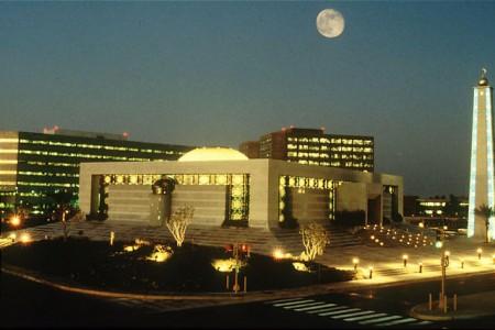 Saudi Aramco's headquarters in Dhahran, Saudi Arabia (Wikimedia Commons/Eagleamn)