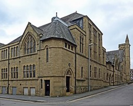 By Tim Green from Bradford (Huddersfield University) [CC BY 2.0 (https://creativecommons.org/licenses/by/2.0)], via Wikimedia Commons